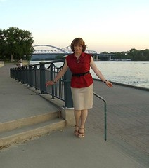 Laurette in LaCrosse (Laurette Victoria) Tags: wisconsin pose outside outdoors mississippiriver lacrosse laurette laurettevictoria