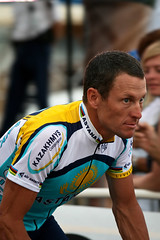 Lance Armstrong (Kyter MC) Tags: sport digital canon photography eos rebel cycling kiss cotedazur ks x montecarlo monaco parade sk tourdefrance lancearmstrong astana tdf frenchriviera cyclisme xti 400d kyter tourdefrance2009 monacoaccueilleletour