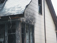 Fire-Scorched Asbestos Shingles (Asbestorama) Tags: house home exterior apartment cement shingle siding residential acm asbest dwelling asbestos asbesto amiante amianto