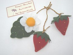 Morango (Frumigaria - Arte em Tecido) Tags: frutas handmade feitomo artesanal craft felt fruta feltro morango decorao cozinha filz feutrine hortifruti moranguinho fieltro  brinquedoeducativo hortifrutis