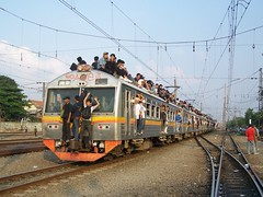 Crowded Southbound Commuter Train depart Manggarai (chris railway) Tags: railroad urban topf25 station rural train indonesia tren photo dangerous eisenbahn railway zug jakarta locomotive stasiun bahn treno railfan ka bogor spoor locomotora ferrocarril ferrovia treni spoorweg jabotabek  locomotiva krl   chemindefer  pocig      comuter komuter bahaya  lokomotif atap manggarai ferroviaire ekonomi keretaapi penuh freeriders  sesak   tuho       oto keretalistrik penglaju topriders nglaju ferrovipathe ferrovira fotografiaferrovira