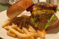 Village Vanguard DINER's Hamburger.