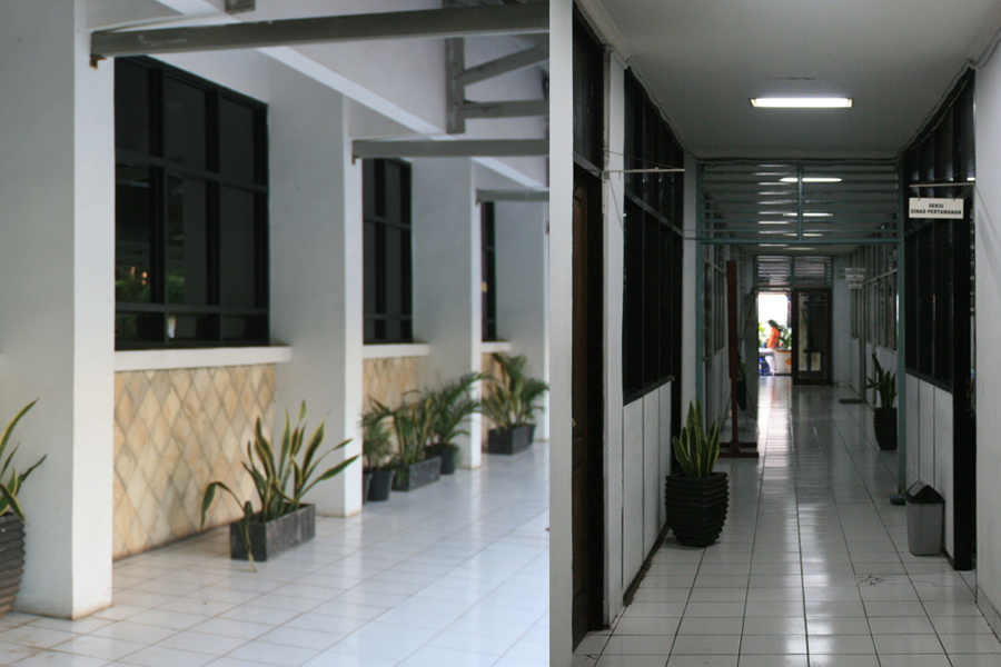 Suatu ketika di kantor camat, tanggal 30 Juli 2009 pukul 15.30 WIB. Dimanakah sebaiknya anda mengantri untuk mendapatkan pelayanan? Didalam atau diluar?