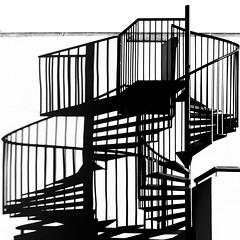 Doblando Escalas (donetsan) Tags: luz maana sombra olympus amanecer zuiko caracol escaleras bajar subir abajo arriba escalas e520 donetsan