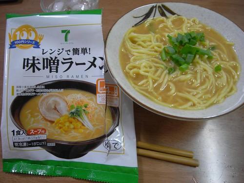 セブンイレブン100円シリーズ「味噌ラーメン」