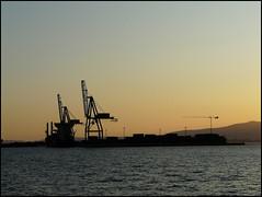 Atardecer (Marga_D...) Tags: sky espaa contraluz atardecer muelle mar agua europa mare crane hill silhouettes wave galicia cielo siluetas pontevedra gruas contraluce villagarciadearosa