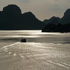 dreamy ha long bay (beeldmark) Tags: square landscape geotagged vietnamese silhouettes unescoworldheritagesite worldheritagesite vietnam fishingboat halongbay landschap baai vissersboot  vitnam werelderfgoed vietnamees vnhhlong beeldmark waaiervanlicht halongbaai geo:lat=20868468 geo:lon=10698888 naturalworldheritagesite