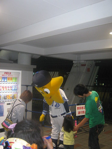 I spotted the BayStars mascot taking pictures with kids in the hallways.
