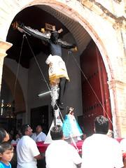 ¡Tú reinarás! (arosadocel) Tags: de san negro cristo jesús campeche señor procesión román crucificado hecelchakán