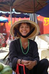 Nice woman's smile (Nikkodem) Tags: woman smile 50mm vietnamese pentax an vietnam hoi k100d