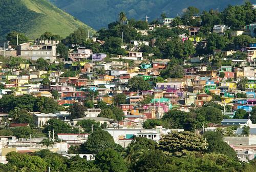 Barrio el Cerro de Yauco, Puerto Rico: Colores sobre un Lienzo Urbano. Artísta