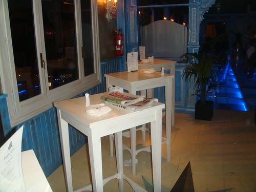 Detalle de mesas en la Barra