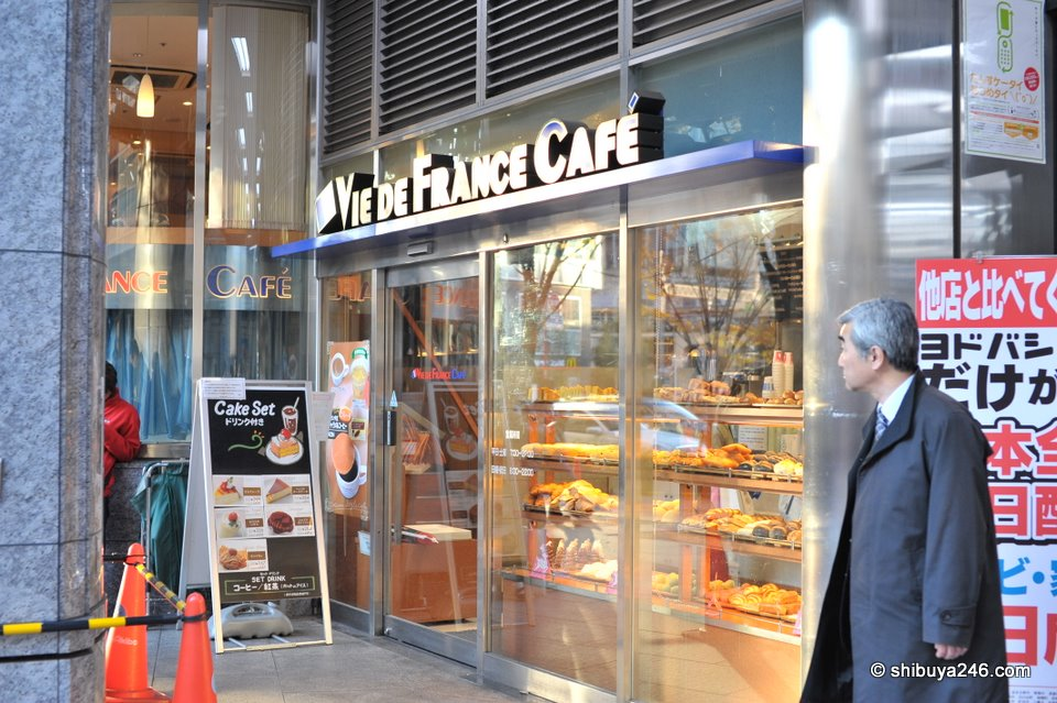 There are plenty of coffee shops and bread shops around the station recently. Years ago, I remember it difficult to find anything decent to eat. Now there is choice.