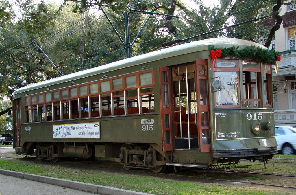 DSC00125 NOLA St Charles Streetcar 915