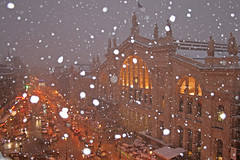 Gare du Nord - Paris (France) (Meteorry) Tags: winter snow paris france station night hotel evening europe december gare neige garedunord nuit 2009 dunkerque mercure terminusnord accor meteorry ruededunkerque placenapoléoniii hôtelmercureterminusnord