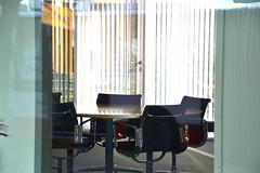 DSC_0073 (matthiasmayer410) Tags: meeting office büro positiv ruhig konzentriert geschäft immobilie raum licht sonne reden treffen bürostuhl tisch lamellen sonnenschutz einrichtung interiordesign hochwertig elegenat schick attraktiv style