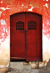 red door (aridnere) Tags: street door red wall architecture pared calle arquitectura puerta nicaragua roja jinotepe darklady82 aridnere