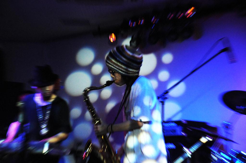 LIVE@UNDER DEER LOUNGE 09/10/01_2891