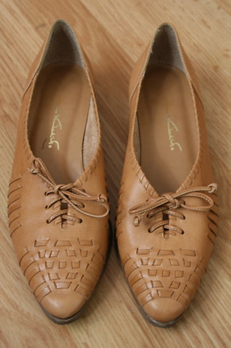 Tan Leather Gloria Vanderbilt Oxford Flats Size 7