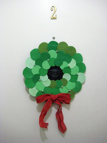 7 - DIY Retro Holiday Circle Wreath - End Result