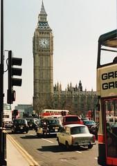 (T..i..m..o) Tags: london bigben clocktower trabant trabi westminster parliamentsquare blackcab cars