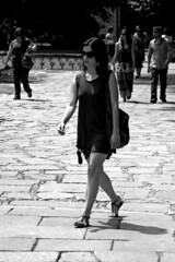 Prado Madrid 012 copia (Cazador de imgenes) Tags: madrid bw espaa woman glass girl sunglasses female d50 glasses donna mujer spain nikon chica legs candid leg mini nikond50 bn gafas prado espagne spanien spagna spanje ragazza gafa spania piernas  pierna minifalda gafasdesol spange blackwhitephotos pradomadrid