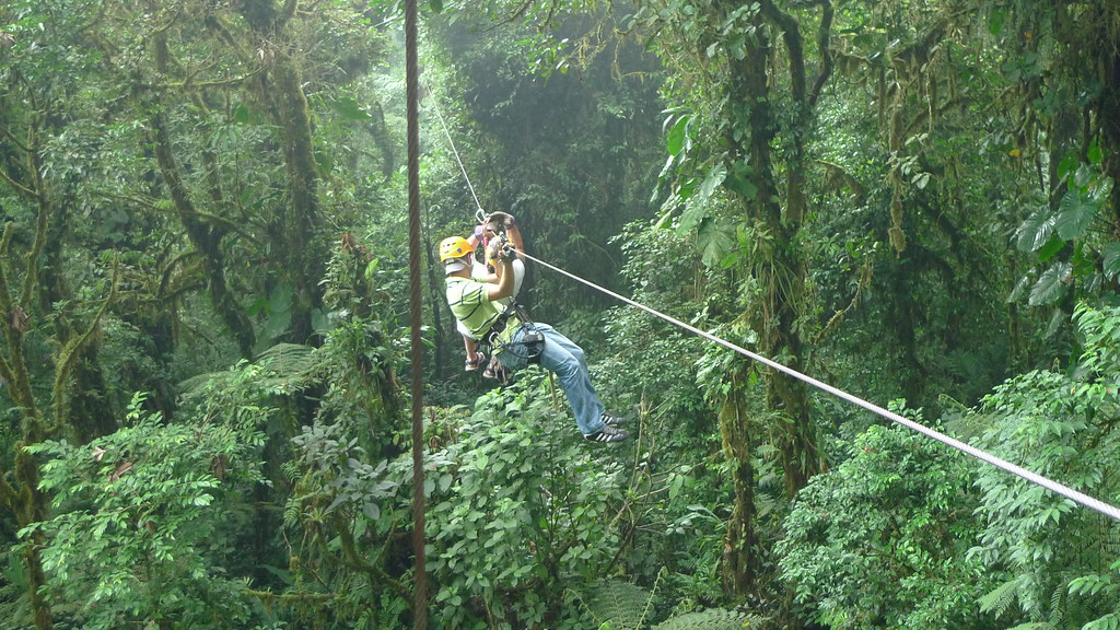 Canopy tour in Monteverde Cloud Forest