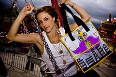 ngel robot (lascosasdehule) Tags: de robot chica venezuela cosas modelo caracas rubia and plastico bolsos carteras nicol hule brazaletes zarcillos acaros engberts