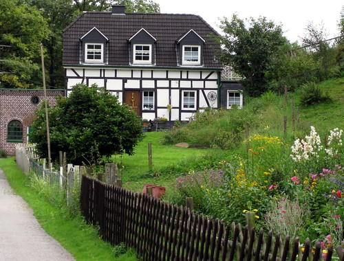What we saw on our cycling tour: a typical half-timbered house