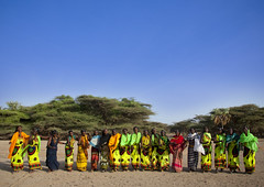 Gabbra women dancing - Kenya (Eric Lafforgue) Tags: africa kenya culture tribal tribes afrika tradition tribe ethnic ramadan tribo headdress afrique headwear ethnology headgear tribu eastafrica qunia lafforgue gabbra ethnie 6224  qunia    kea    a
