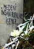 medeni insan buralara işemez (nilgun erzik) Tags: istanbul eminonu sirkeci fotografkıraathanesi duvaryazıları fotografca biyerlerde eylul2009 gararkası