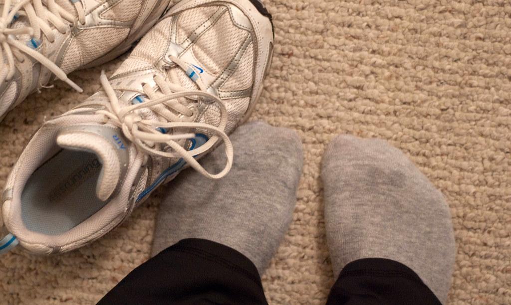 2009.246 do my feet look skinnier?