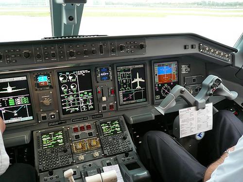 Embraer 170 Cockpit 1