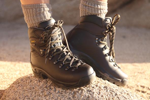 100409_hikingBoots