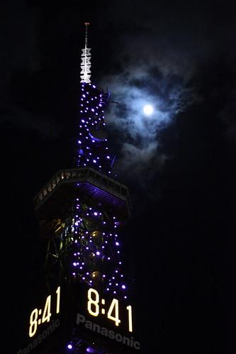 テレビ塔と月