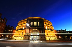 The Royal Albert Hall - London (5ERG10) Tags: city uk longexposure greatbritain november blue england sky motion colour reflection bus london cars colors westminster sergio yellow gardens architecture night speed reflections gold lights golden evening hall royalalberthall twilight nikon memorial europe glow cityscape colours exterior slow unitedkingdom dusk albert tripod arts royal trails sigma wideangle landmark knightsbridge gore ellipse shutter lighttrails bluehour colourful londra 2009 architettura