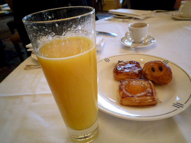 Juice and danishes