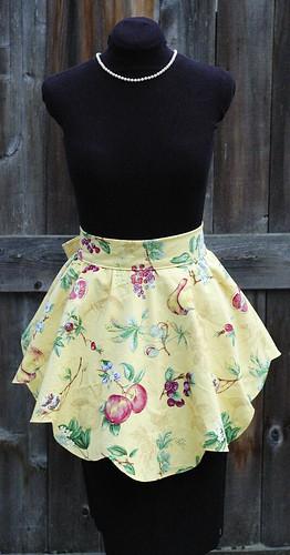 """DINA"" Yellow scalloped apron"