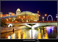 SINGAPORE ESPLANDE ON THE BAY (Kenny Teo (zoompict)) Tags: bridge blue light sea sky seascape reflection building tourism water beautiful night canon wonderful lens landscape island boat photo scenery photographer waterfront view walk wave tourist best durian kenny 2009 theesplanade canoneos500d sigma18200mmlens zoompict singaporeesplande singaporelowerpiercereservoir