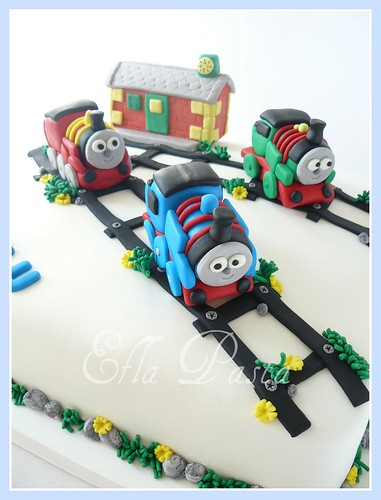 thomas and friends cake