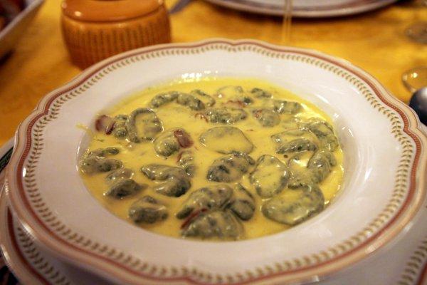 """""""Gnocchi con spinaci in fonduta di parmigiano e tartufo davvero"""", aka really rich gnocchi in a truffle cream sauc"""