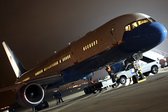 Air Force Two @ Night (Kris Klop) Tags: usa night plane airplane us airport force aircraft aviation air president presidential boeing airforce usaf 757 c32 vicepresident airforcetwo b757 airforce2