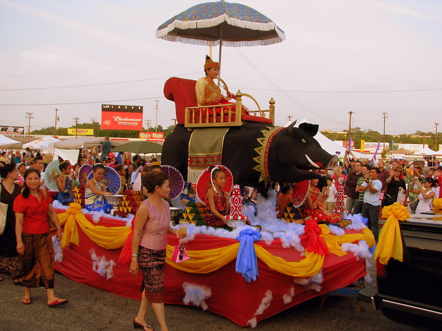 09 TN State Fair #34: Parade of Nations: Lao float