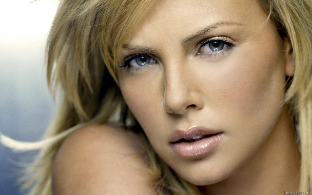Charlize Theron rostro
