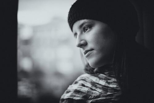 フリー画像| 人物写真| 女性ポートレイト| ラテン系女性| 帽子| 横顔| モノクロ写真|     フリー素材|