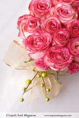 Romantic pink centerpiece (L'esprit Sud Magazine) Tags: pink wedding roses holiday romantic bridal floraldesign centerpieces onlinemagazine bridaldesign lespritsudmagazine dazzlingflowerideas lespritsudmagazinebridaldesign