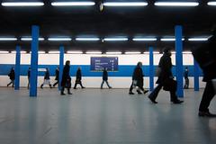 Saint Lazare, 3 couleurs : Bleu (philoufr) Tags: blue paris station crowd bleu foule sncf garesaintlazare canonpowershots90