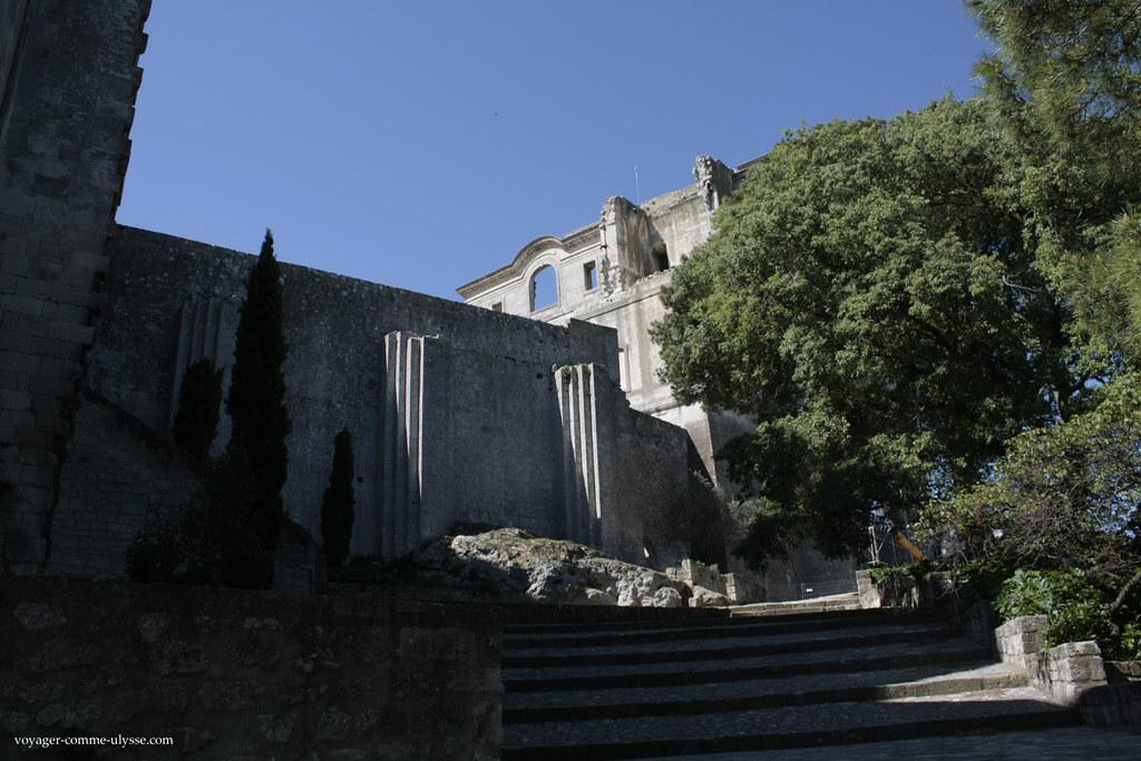 Escalier menant à l'entrée de l'Abbaye