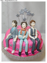 Jonas Brothers Cake / Bolo Jonas Brothers (Dragonfly Doces) Tags: music cake kevin brothers adolescente nick band joe teen teenager bolo jonas msica gumpaste