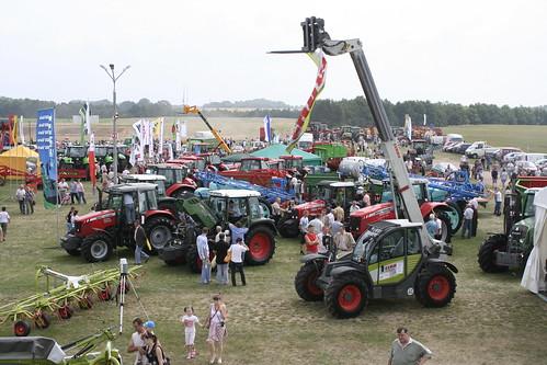 Targi rolnicze AGROTECH Minikowo, pokazy ciągniki rolnicze, maszyny